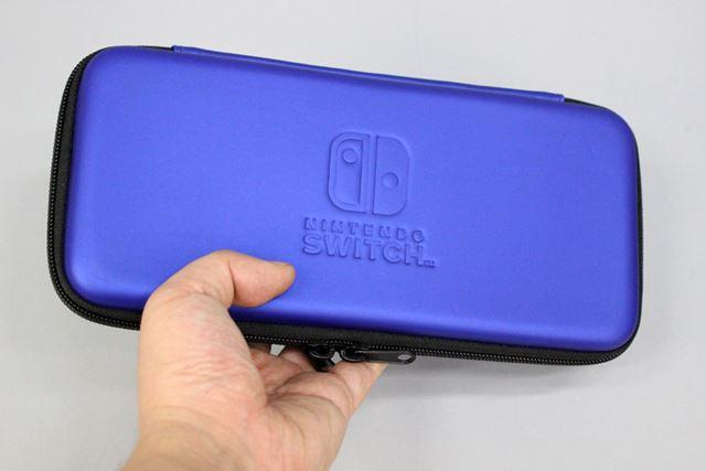 「Nintendo Switch」を収納してもスリムなまま。これなら、かばんの中で邪魔になりにくそうです