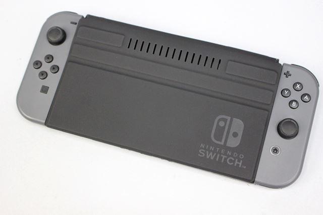 タブレットカバーのように液晶部を保護する「フロントカバー for Nintendo Switch」