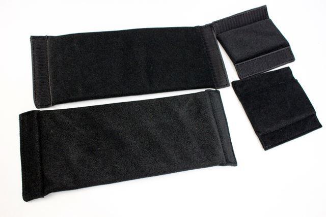 バッグの内部を仕切るためのセパレーターは大/小各2枚ずつ入っています