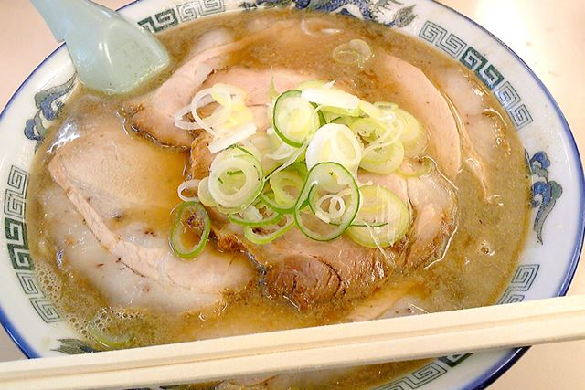 これが、たかはし中華そば店のにぼしラーメン。にぼしを贅沢に使ったスープは、まさに津軽のソウルフード!