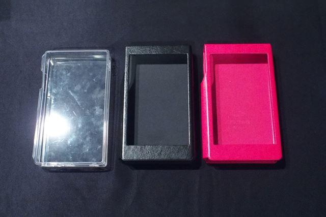 樹脂製とラバー製の2種類のケースが標準付属するのもうれしいポイントだ