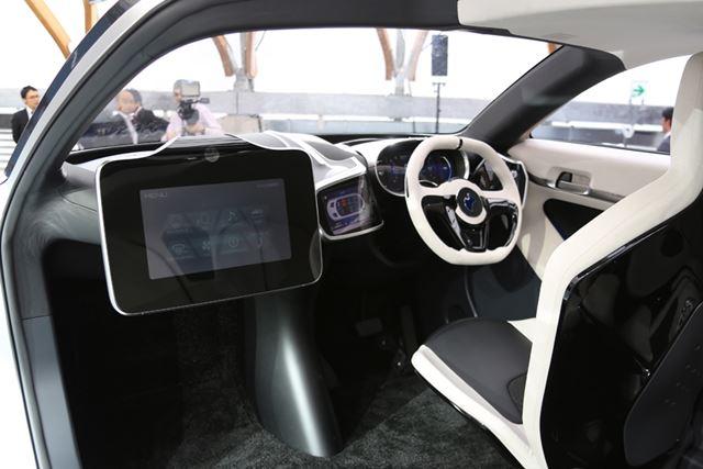 インパネ周りには「非接触バイタルセンシングシステム」など先進技術のセンサー類が搭載されている