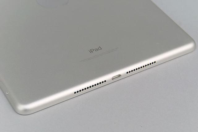 スピーカーは本体下部に2つ搭載する。ホームボタンには指紋センサーの「Touch ID」を備える