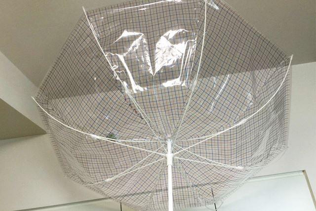 強風時に傘がこんなことになると、すぐに壊れてしまいますが、「+TIC」なら大丈夫そう