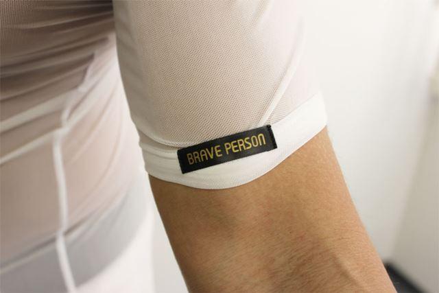 「BRAVE PERSON」…勇気ある人? 確かにスケスケだからこれを着るには勇気がいるかも…