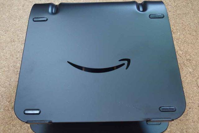 Amazonマークの部分が削り取られています。こう見ると不敵に笑っている感じです