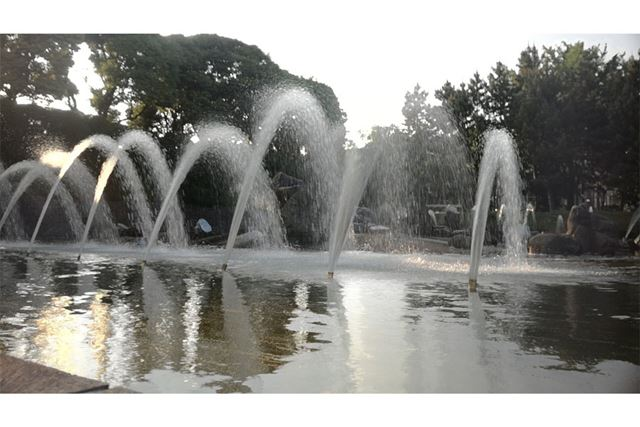 フィルターあり。水の残像感がキレイに再現されています。木漏れ日もキツくないです