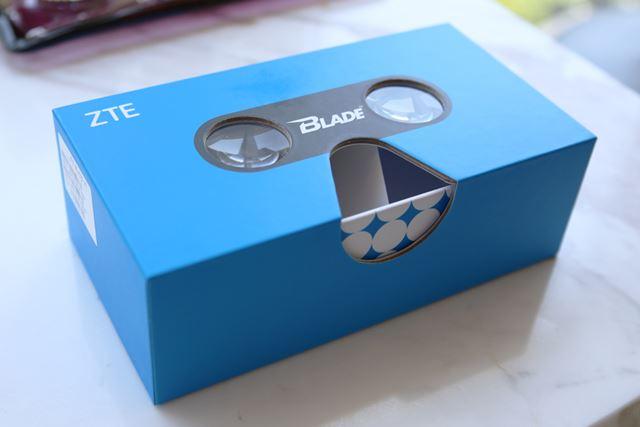 BLADE V8では化粧箱自体が簡易的な3Dゴーグルになっている