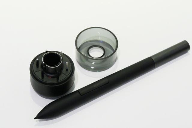タッチペンはワコム製のもので、硬さの異なる6種類の芯が用意されている