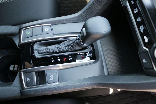 なお、日本国内に導入される新型はCVTだが、海外では6速MTも用意されている