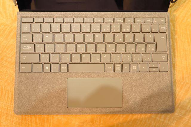 ソフトな質感の「Surface Pro Signatureタイプカバー」