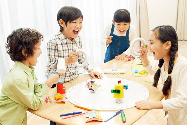 「toio」の対象年齢は、小学校低学年以上を想定