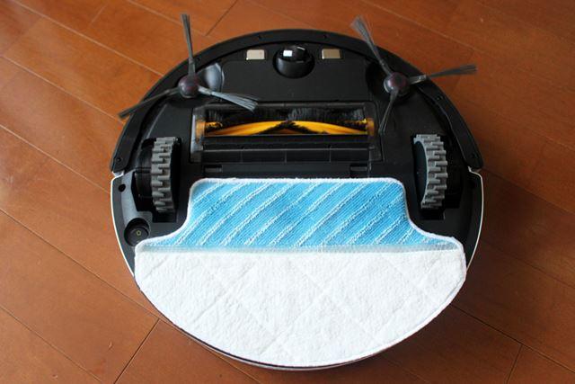 拭き掃除も同時に行いたい場合は、モップを装着。水拭きの仕組みは、のちほど紹介します