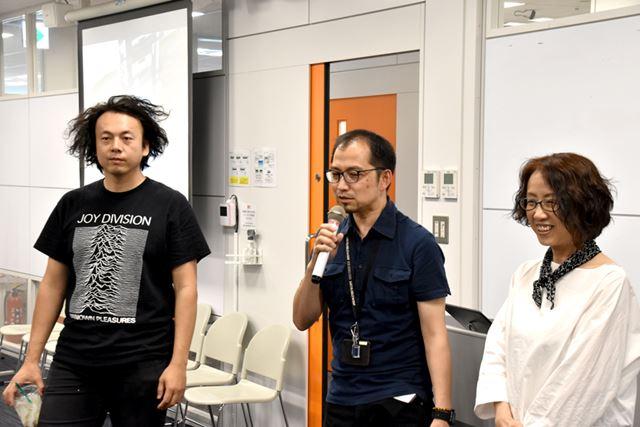 左から、主催者の星野裕之氏、現館長の沖昇氏、初代館長の井上真花氏