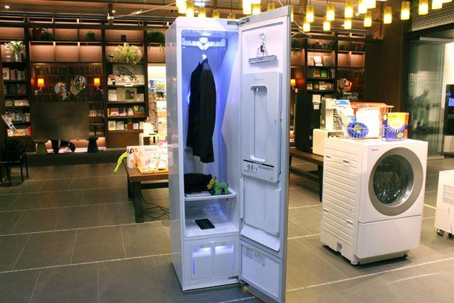 家電量販店に先駆けて蔦屋家電が国内販売を開始した、新感覚ホームクリーニング機「LG Styler」