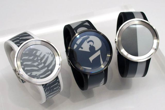 FES Watch Uのラインアップ(左からWhite、Plemium Black、Silver)