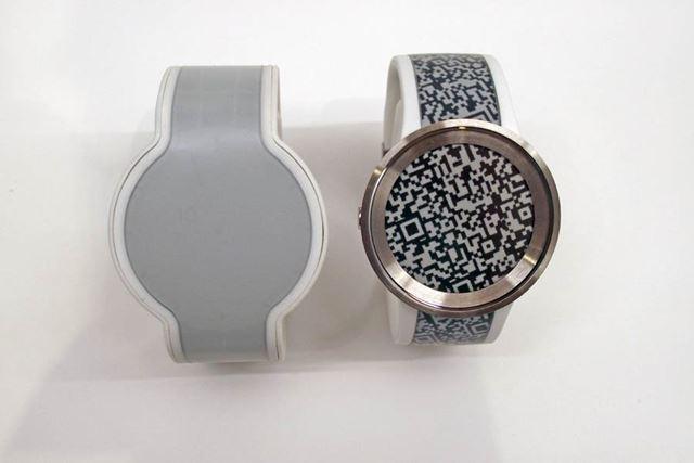 初代FES Watch(写真左)とFES Watch U(写真右)