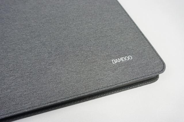 「Bamboo Folio Large」の表紙の一部。シンプルで高級感もあり、ビジネスユースに最適だ
