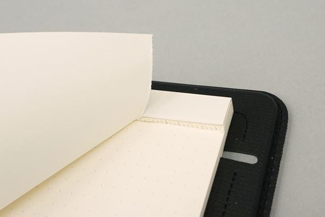 付属のA4ノートは上部に切り取り線が入っており、使用済みのページはきれいに切り取れる