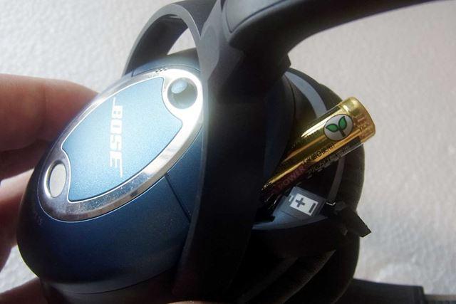通常はノイズキャンセリングシステム搭載のヘッドホンには電池が必要です