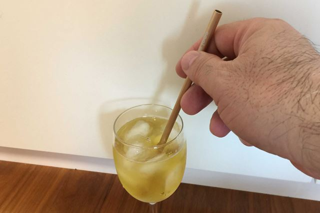 冷たい飲み物に「アルミ クールストロー」を入れて少しすると徐々に冷たくなってくるのを感じます