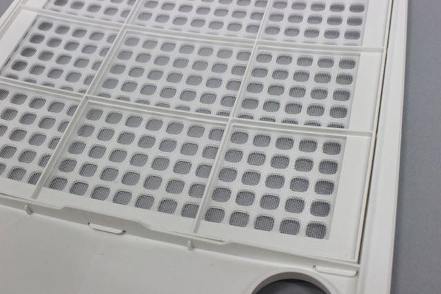 細かい目の「銀イオン抗菌フィルター」は花粉や菌などをキャッチするとともに、捕集した菌の繁殖を抑制