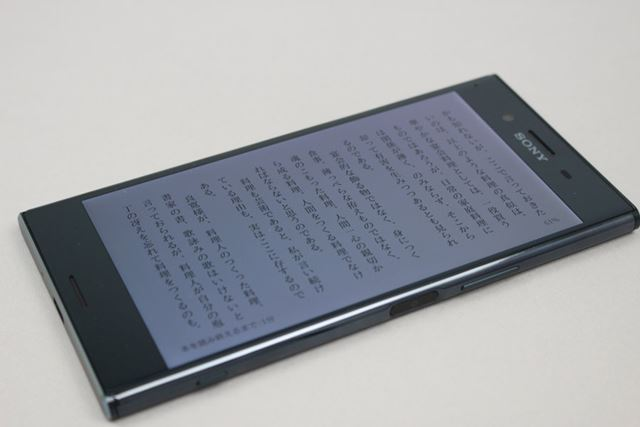 Xperia Z5 Premiumでは気になったディスプレイの視野角や色かぶりは、やや改善されたという印象だ