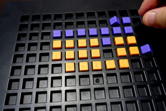 とりあえず説明書の指示に従い、ドット絵を描く要領でブロックを並べていくと