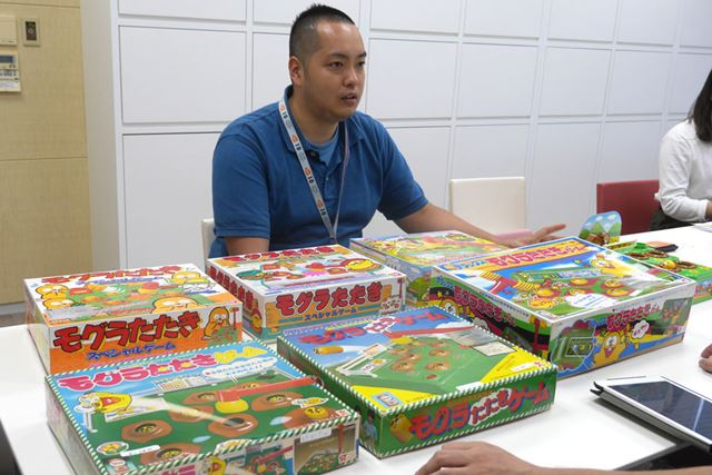 バンダイ・プレイトイ事業部の安藤さんに、歴代「モグラたたきゲーム」をドーンと用意してもらいましたよ!