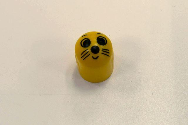 そしてモグラは、指サックのようなメチャクチャ単純な形&ユルイ顔
