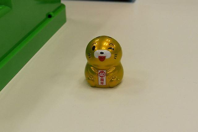 かわいい金のモグラ! たたいたらボーナス得点が入る「スーパーヒトシくん」的なポジションなんでしょうか