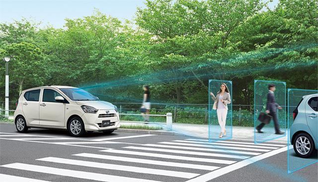 ステレオカメラの「スマートアシスト�V」を搭載。歩行者を認識できるように進化している