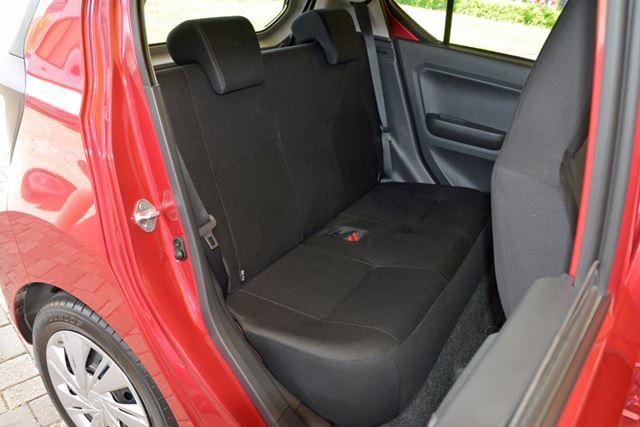 エンジンのレイアウトを見直し室内空間が拡大。特に後席のレッグスペースが広がっている