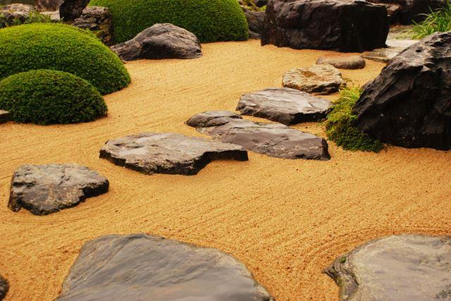 日本庭園でよくみられる飛び石