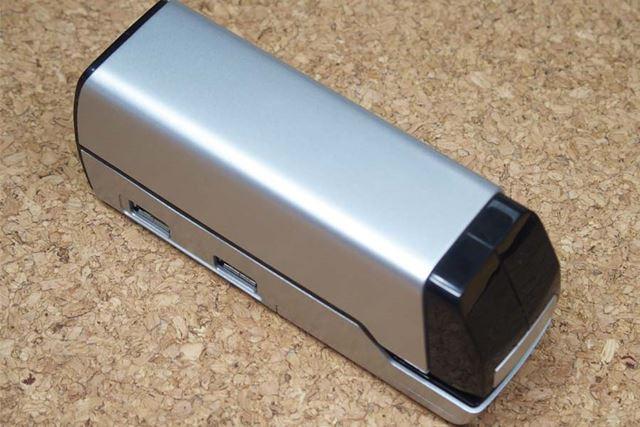 ホチキスとしても、USBハブとしても結構な大きさがあります