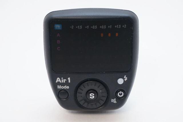 Air1という製品名の無線発信器です。コマンダーともいいます