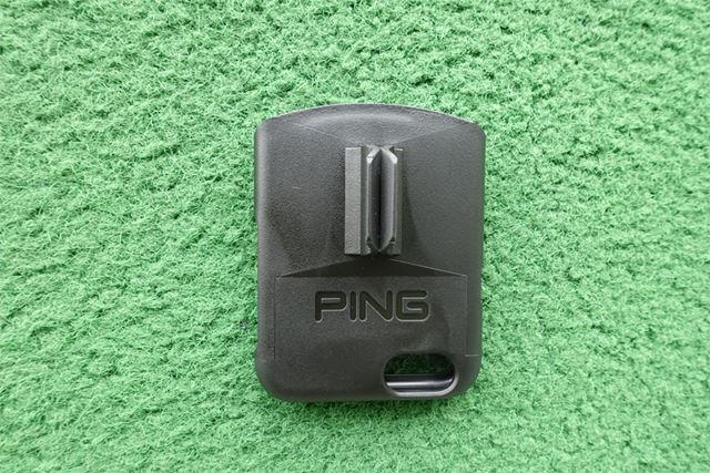 裏にはPINGのロゴと、パターに装着するための部分があります