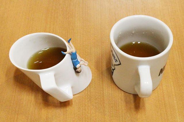 お茶を注いでみました。今にもこぼれそう! だけど倒れることはありませんのでご安心を