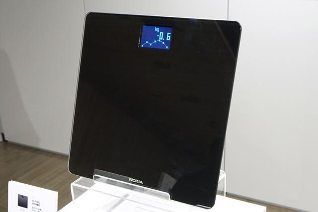 アプリと連携するスマート体重計「Nokia Body」のブラック。他にホワイトも用意する