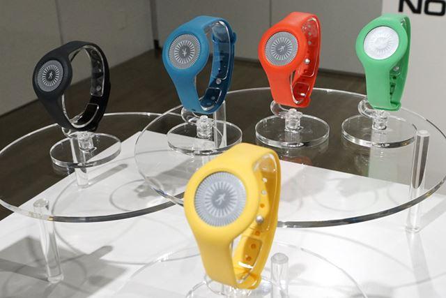 シンプルなデザインで、カラーも5色ラインアップする活動量計「Nokia Go」。価格は6,890円(税込)