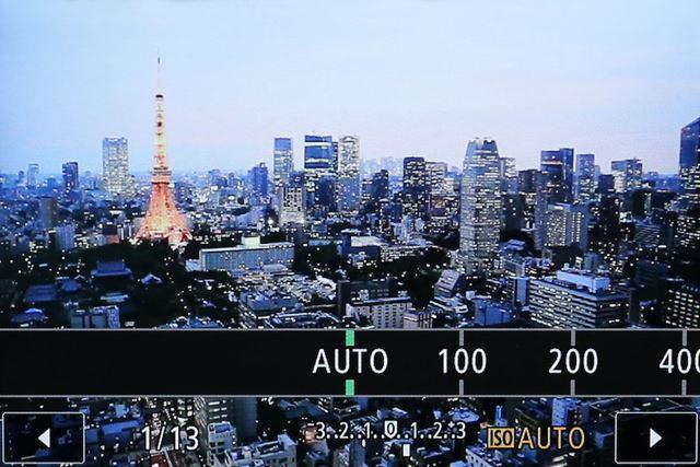 EOS M10の感度の設定画面です。「AUTO」と書かれたところを選択します