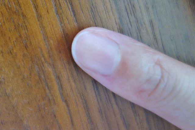 人さし指を「なめらか爪やすり」で仕上げました