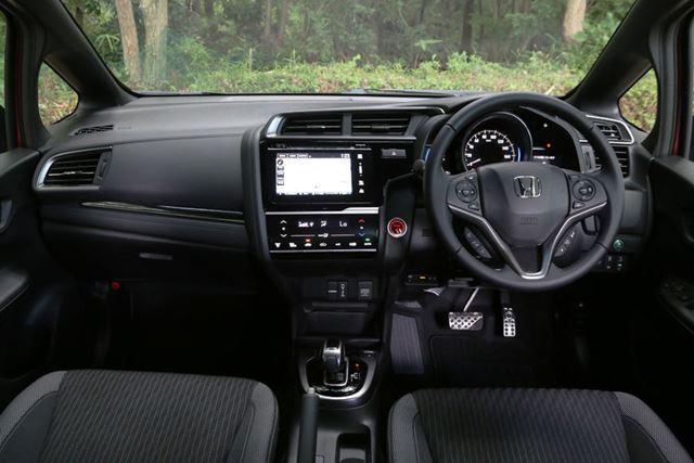 (画像)新型フィット HYBRID・S Honda SENSINGの内装 [内装色:ブラック×グレーライン]