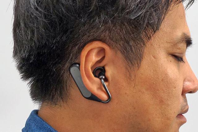 ソニーモバイルコミュニケーションズ「Xperia Ear Duo XEA20」を装着したところ