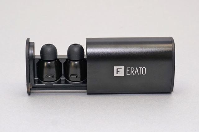 スライド式になっている専用ケースは、両耳2回分のフル充電が可能だ