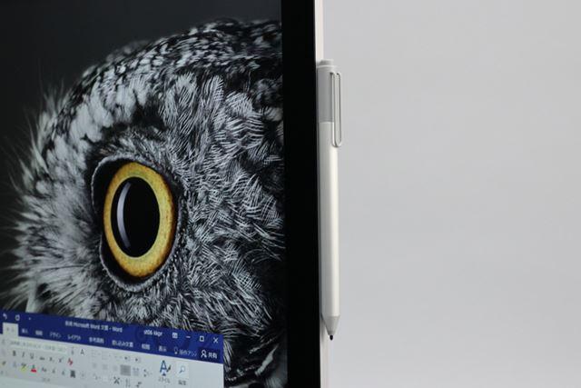 Surface ペンはディスプレイ部分の横に磁石で固定できる