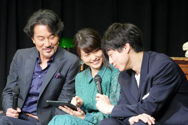 有村さんと役所さんが考え込むなか、まっさきにナゾを解いたのは坂口さん