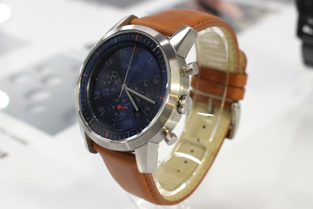 「wena wrist Chronograph Silver -beams edition-」と「wena wrist leather」のタウニーブラウン