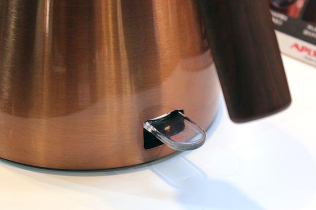 お湯が沸いたら透明のレバーが上がって教えてくれる仕組み