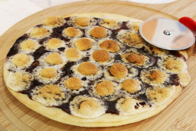 また、ピザ生地にチョコとマシュマロを載せてあぶったものもおいしかったですよ